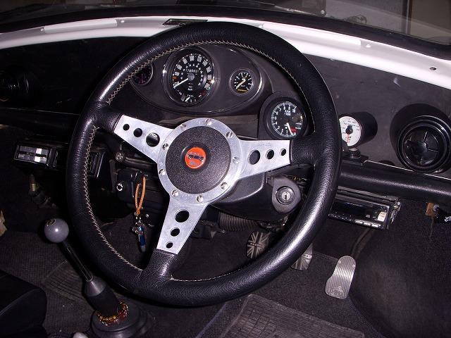 mini / モトリタステアリング&アジャスター取付けで快適ドライブ