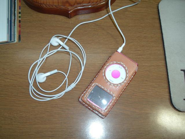 レザークラフト/iPod専用ケースを革でカッコよく自作しようと思ったけど!