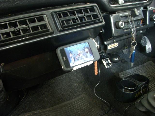 ミニに車載用iPhoneホルダーを自作して音楽や動画を楽しむ