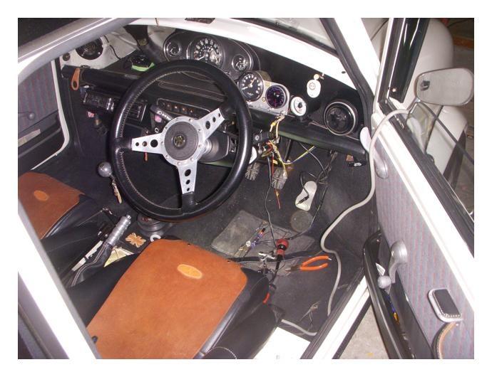 mini / 気分が悪い外されたカー用品の残骸や不要配線の整理