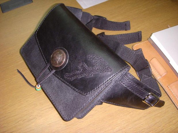 001-pouch2