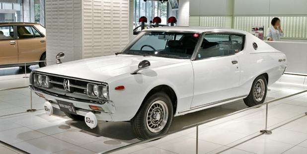 s-Nissan_Skyline_C111_2000_GTX-E_001