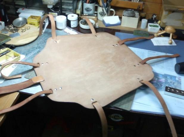 床革の有効利用で作ったチェアーマット&肘掛けカバー