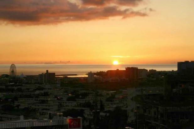 沖縄北谷町の夕日(ゆまんぎ・・・黄昏)
