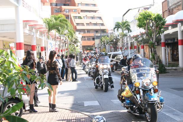 沖縄市 / 沖縄国際カーニバルのバイクパレードがスゴい