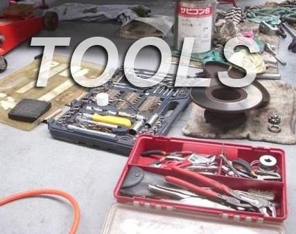 電工作業のプロの工具箱には未知の工具が満載