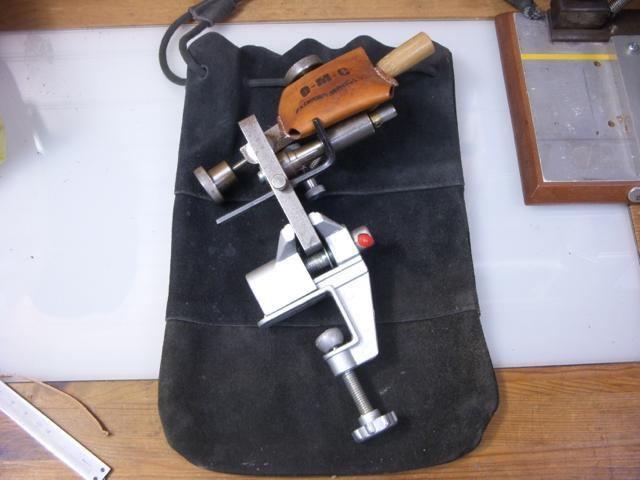 レザークラフト / 市販品を参考に手動式革漉き機を自作してみた