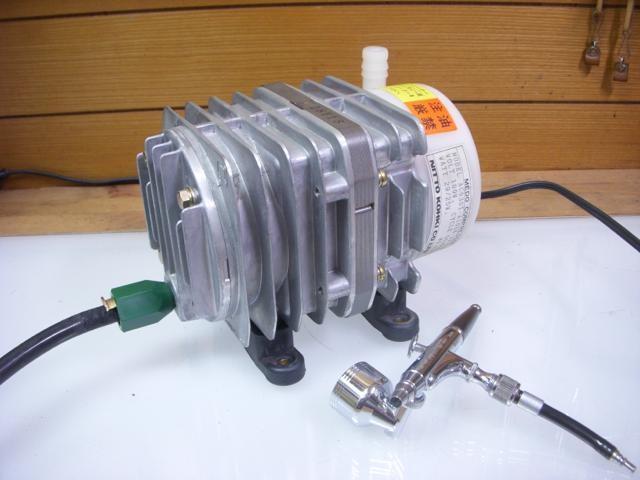 仕事用の古い美容設備からリニアコンプレッサーを取出して再利用
