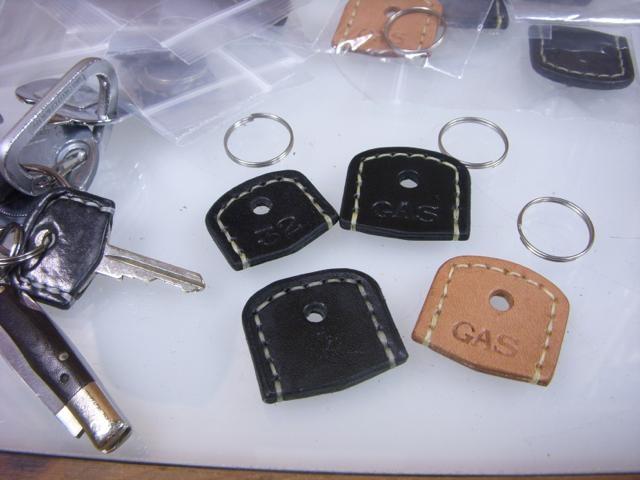 旧ミニ用ドア&ガスキャップ、レザーキーヘッドの製作