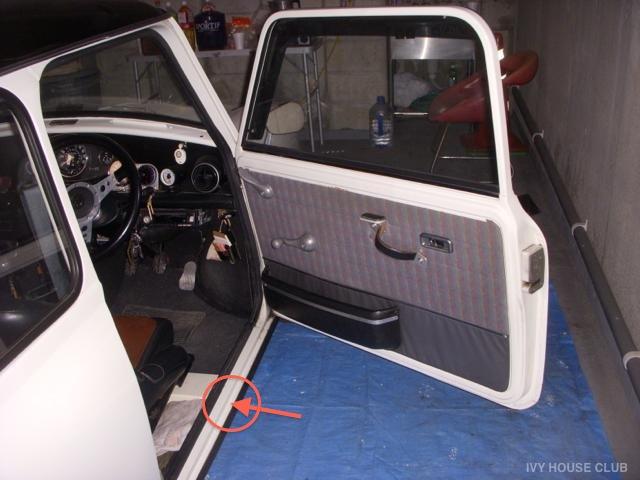 Mini / 運転席側ステップに付着して溜まるサビた鉄粉の原因は・・・!