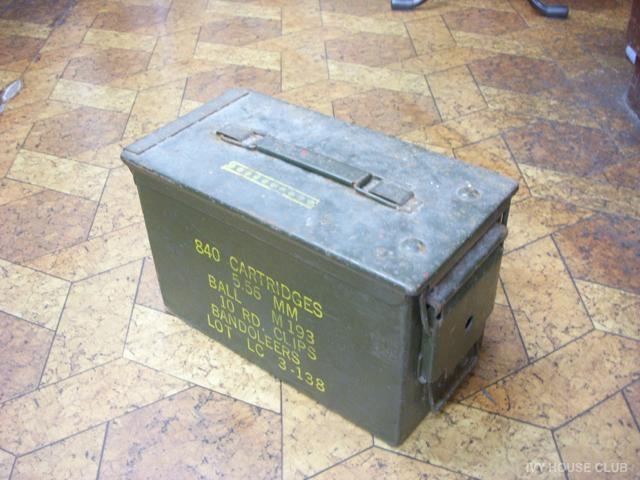 実家の物置から出てきた弾薬ケース利用の古い工具箱♪